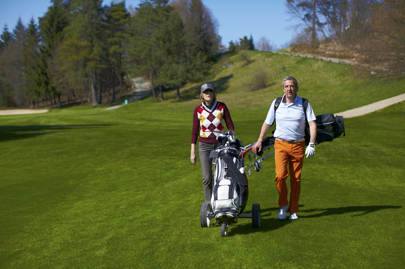 article about walking on the golf course to improve joint health and arthritis